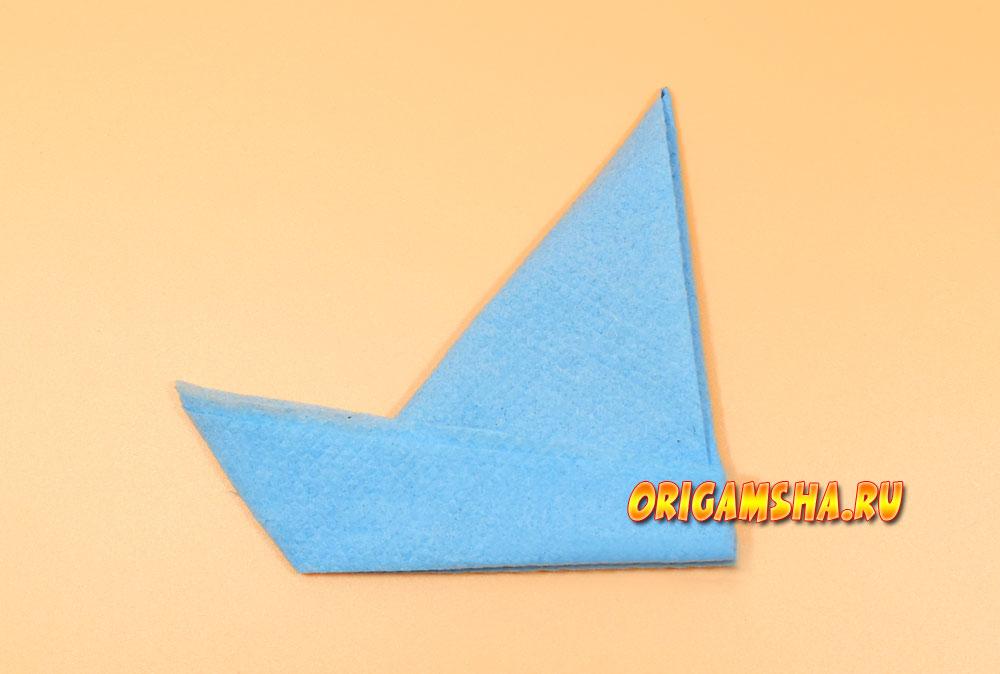 Как сложить салфетку корабликом